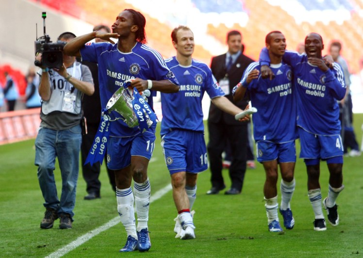 Didier Drogba shows off the FA Cup after winning the FA Cup against Manchester United at Wembley Stadium. Arjen Robben, Claude Makelele and Arjen Robben join him.