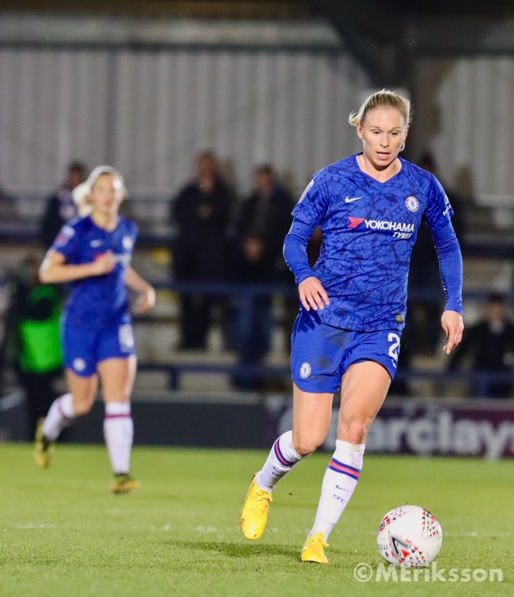 Andersson in action for Chelsea Women.