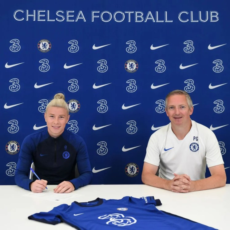 Bethany England extends her Chelsea contract.