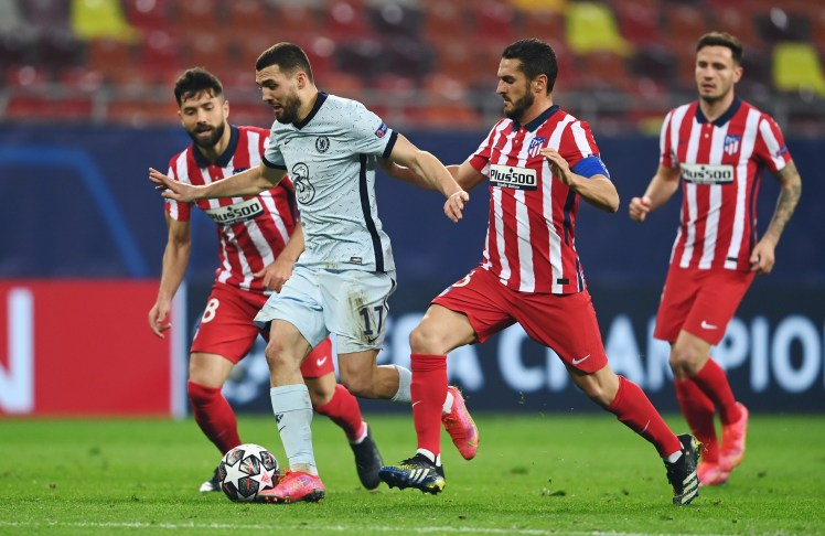 Mateo Kovacic is pressed by multiple Atleti players.