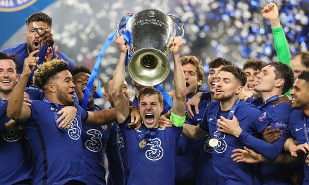 Cesar Azpilicueta lifts the UEFA Champions League trophy for Chelsea.