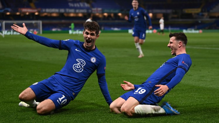 Mason Mount and Christian Pulisic celebrate making it Chelsea 2-0 Real Madrid.