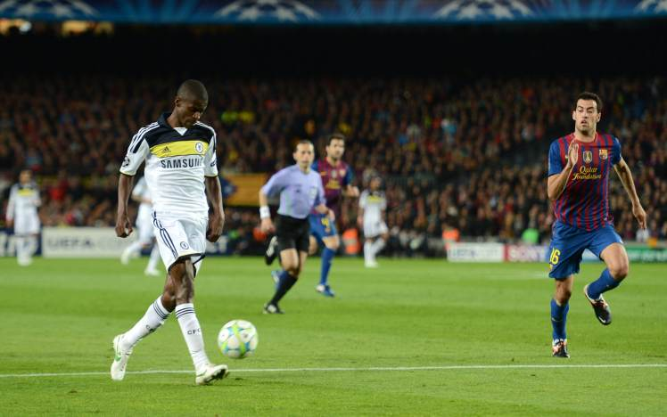 Ramires scores a stunning chip at the Nou Camp against Victor Valdes.