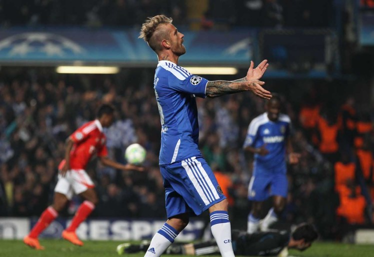 Raul Meireles taunts Benfica fans after the former Porto man scores an incredible solo goal.