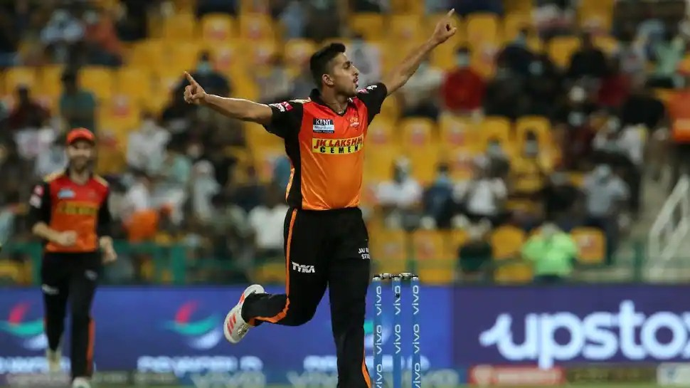 SRH pacer Umran Malik bowls the FASTEST delivery of IPL 2021 during clash against RCB