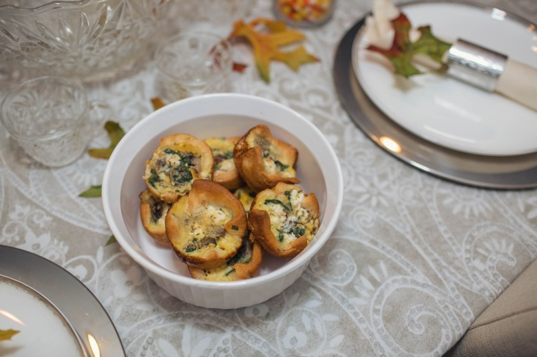 An easy quiche cup recipe for hosting a brunch themed friendsgiving