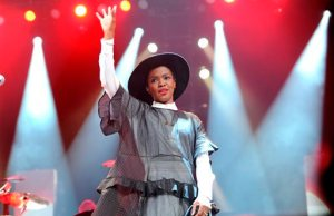 Lauryn Hill Might Be Dishing Out Some Christmas Cash