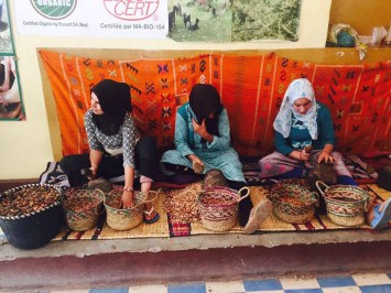 Sellers of spices, seeds, and argan oil