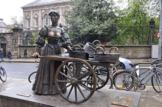 Molly Malone statue, Photo Credit: Jennifer Boyer (Flickr)