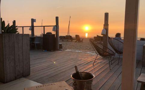 Nazomeren bij de Beach clubs van Scheveningen