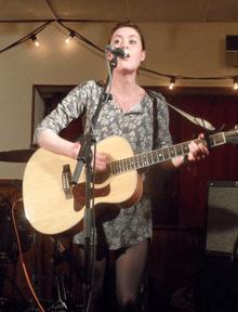 Rachel Sermanni singing live. Photo by Sharerhymns. (imnotwhole.tumblr.com)