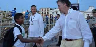 President Juan Manuel Santos walks the streets of Cartagena. (Photo courtesy Presidencia de la Republica)