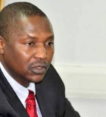 FG Debunks Stopping Nigerians From Using Twitter