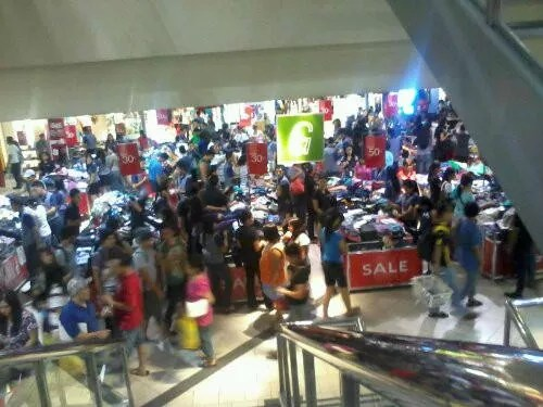 Clothes on Sale at SM Sta Mesa 3-Day Sale