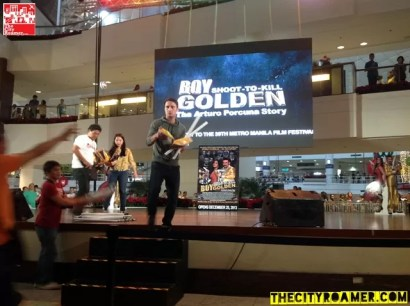 John Estrada giving shirts and posters at the Boy Golden Mall Tour at Glorietta