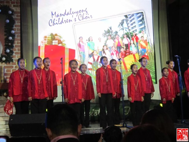 Mandaluyong Childrens Choir at the SM City Fairview Christmas Launch