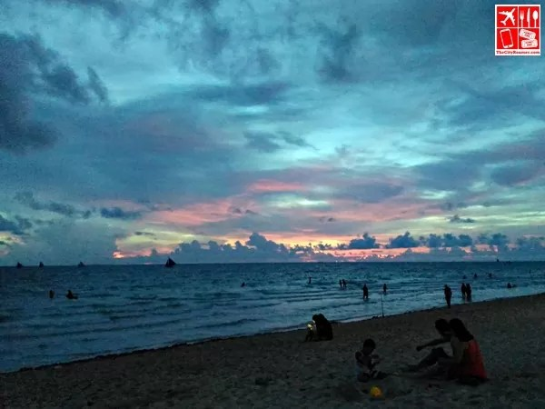 The sun is going down in Boracay