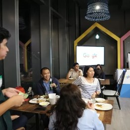The media having dinner at the Google Philippines office