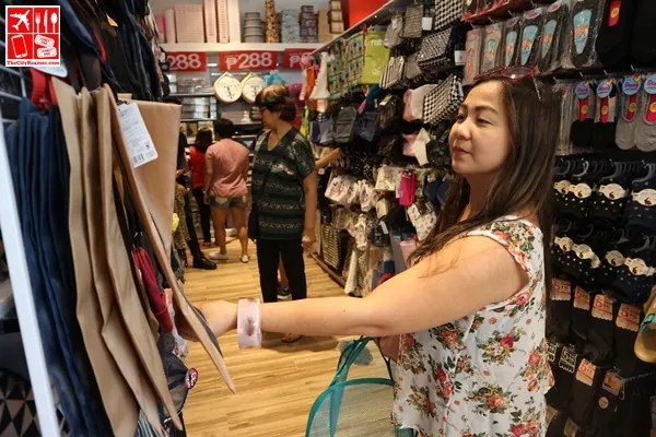Fellow blogger Jing Javier shopping at Daiso Japan UP Town Center