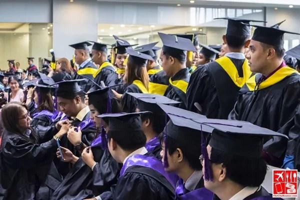 MLQU Students await graduation