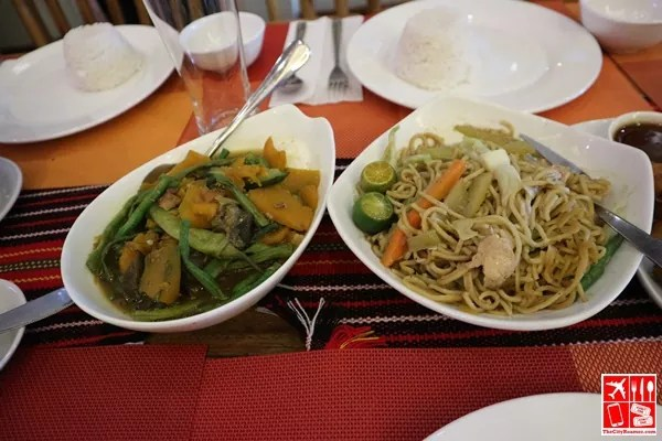 Pinakbet and Pancit at Auntie Lola's