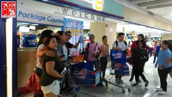 Bloggers experienced grocery shopping at Super8 Alphaland Southgate branch