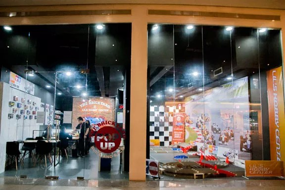 Lil's Brickyard Racing pop up