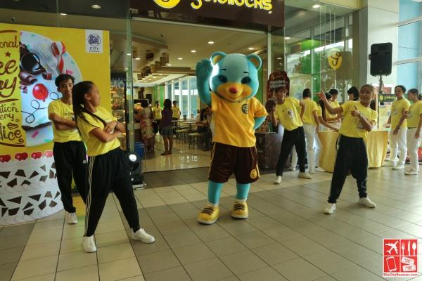 Entertainment courtesy of Goldilocks Mascot and dance crew at Goldilocks SM City Batangas