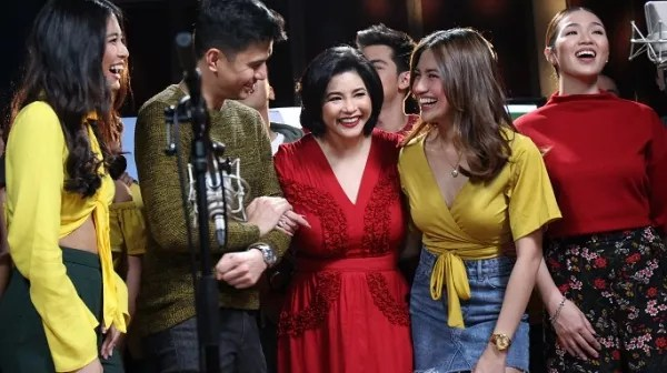 Asia's Songbird Regine Velazquez with young stars for the new GMA Network Station ID