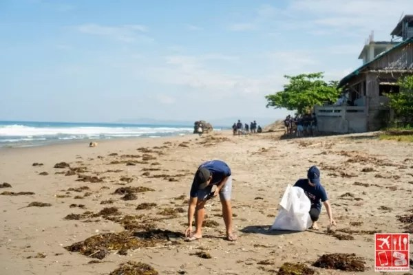 Volunteers pick up trash from the shore of San Juan, La Union during Reef's Free the Sea Movement 3