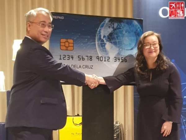 OmniPay President and CEO Simoun S Ung with Regional Managing Director APAC of International Markets at Discover Annie Zhang