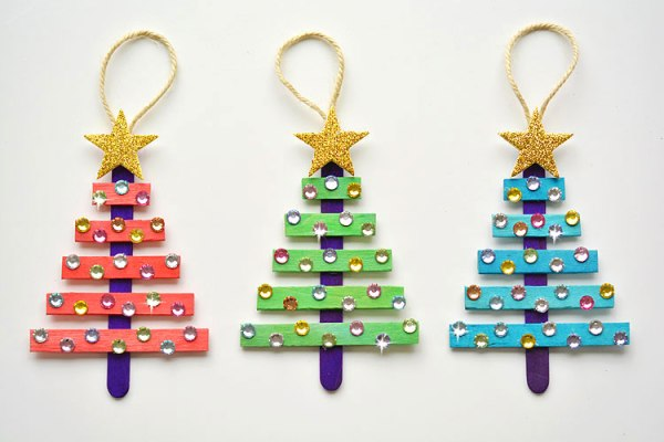 These popsicle stick Christmas trees are SO EASY to make and they