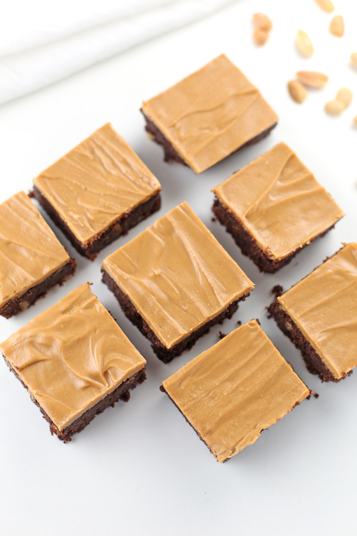 Low Carb Chocolate Peanut Butter Brownies. Low-sugar, low-carb, gluten-free and keto-friendly Chocolate Peanut Butter Brownie recipe, the perfect low carb dessert. This low carb brownie recipe is moist and will be a lifesaver when your sweet tooth hits. Grab the recipe, equipment list, specialty ingredients and nutrition info by clicking through! | www.SeasonlyCreations.com | @SeasonlyBlog