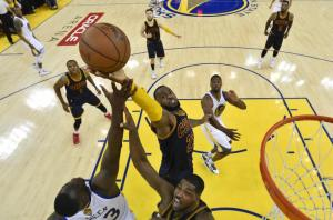 2015-06-08t035947z_799626183_nocid_rtrmadp_3_nba-playoffs-cleveland-cavaliers-at-golden-state-warriors1