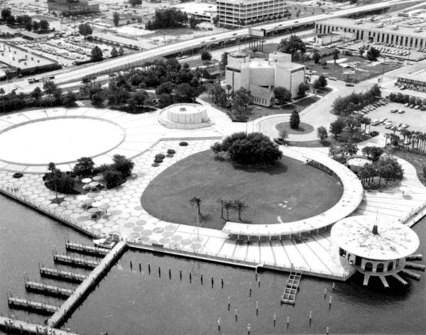 A Brief History of Friendship Fountain and St. Johns River Park