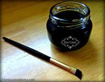 Homemade Non-Toxic Eye Liner - The Coconut Mama
