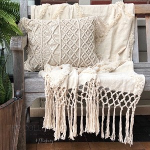 Pillows ,Throws and Blankets