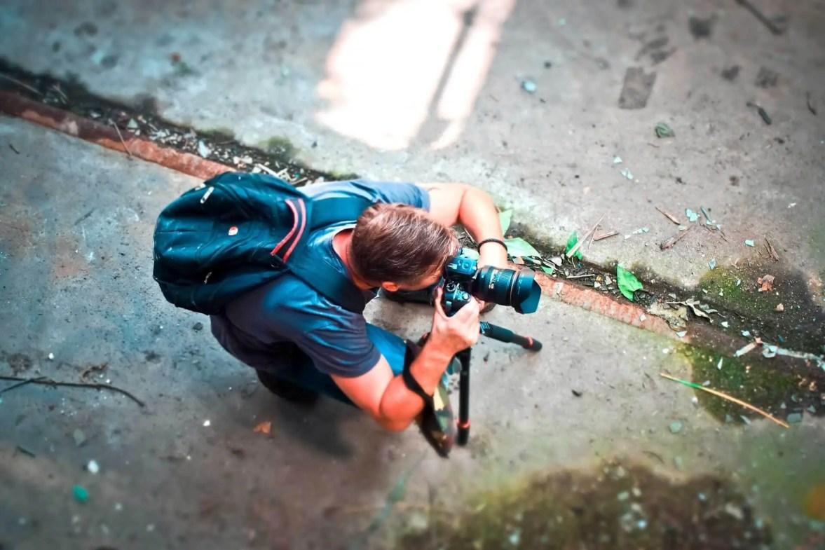 photographer with reflex camera exposure
