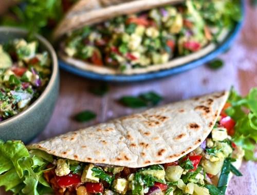 Tacos cu salsa de avocado