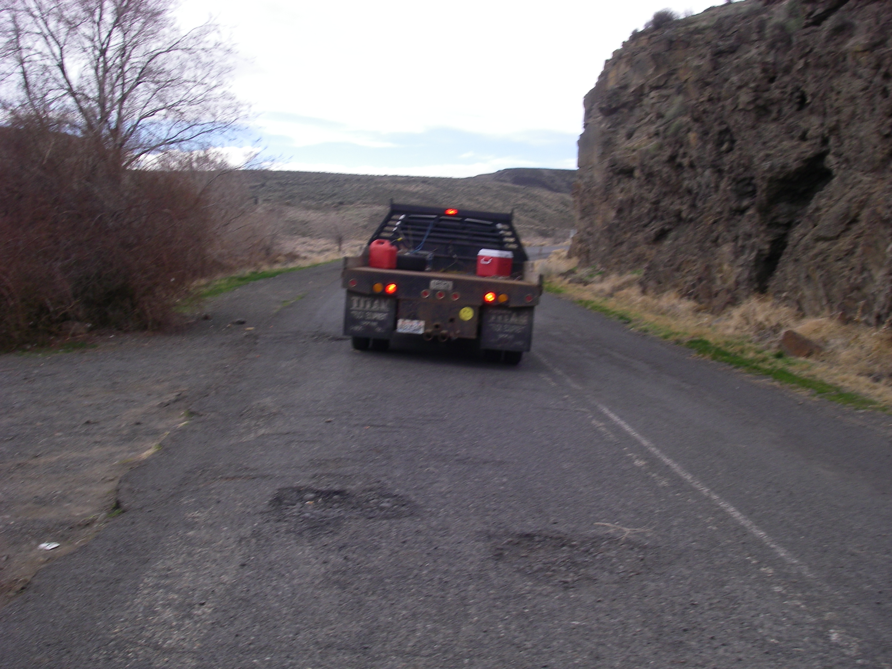 Lucky and random, a friendly couple helps Paul portage around Wanapum Dam in the middle of nowhere.