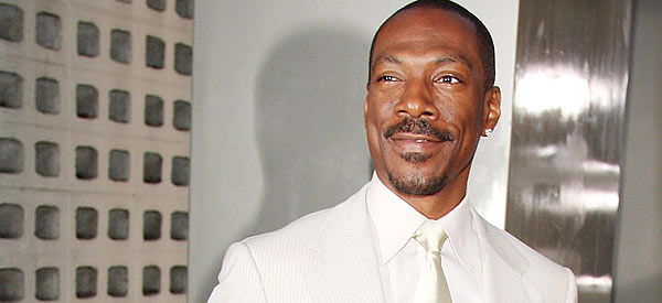 Would you like to see Eddie Murphy host the Oscars? Well, you will!