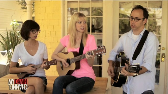 "Garfunkel and Oates sing ""David Wain is Sexy"""