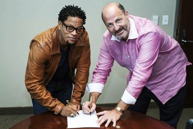 D.L. Hughley signs syndication deal for nationally syndicated afternoon radio show