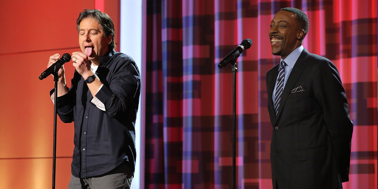 Ray Romano and Arsenio Hall tell each other's old jokes onstage