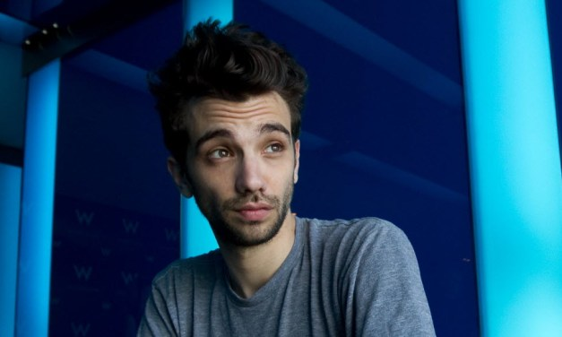 "FXX orders ""Man Seeking Woman,"" starring Jay Baruchel, to series in 2015"