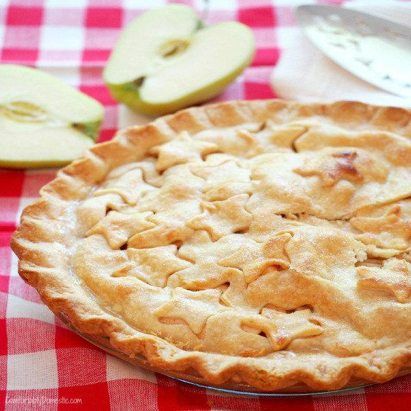 Classic Apple Pie - Comfortably Domestic