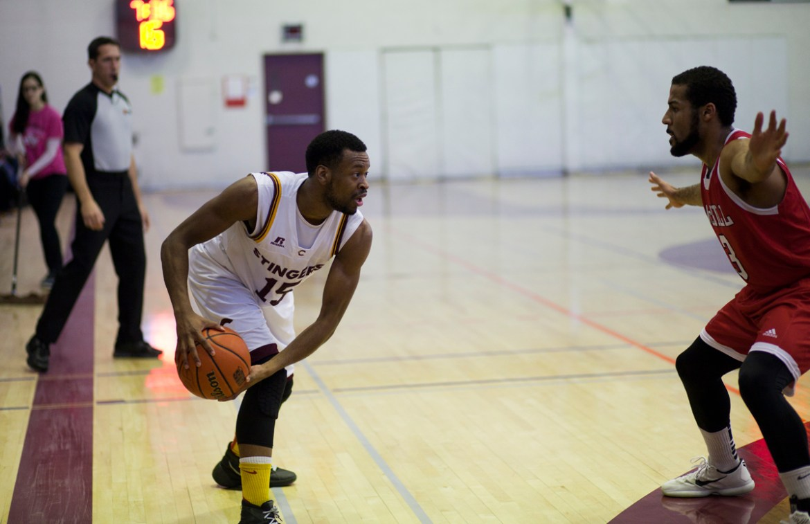 Stingers guard Jaleel Webb makes a move on a McGill player. Photo by Marie-Pierre Savard.