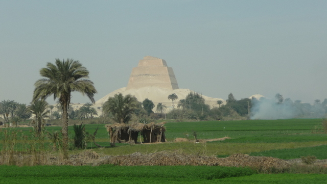 Pyramids tend to be just outside the fertile region on the shores of the Nile