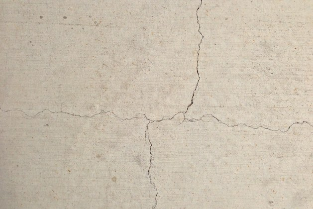 Hairline Crack in Concrete – Causes, Repair and  Prevention