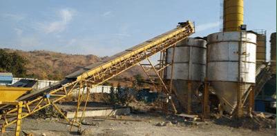 Feeding of coarse and fine aggregate into silos.